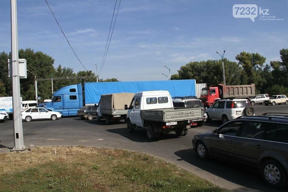 Из-за отключения светофоров в левобережной части Усть-Каменогорска случился транспортный коллапс, фото-3