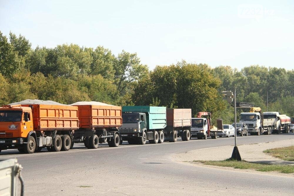 Из-за отключения светофоров в левобережной части Усть-Каменогорска случился транспортный коллапс, фото-2