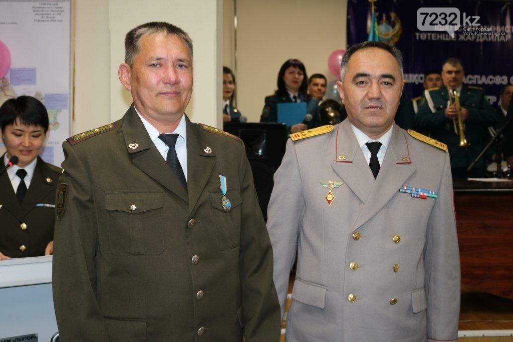 В ВКО наградили троих мужчин, которые спасли тонущих на Иртыше, фото-1
