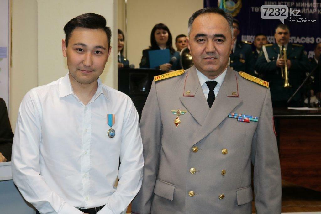 В ВКО наградили троих мужчин, которые спасли тонущих на Иртыше, фото-2